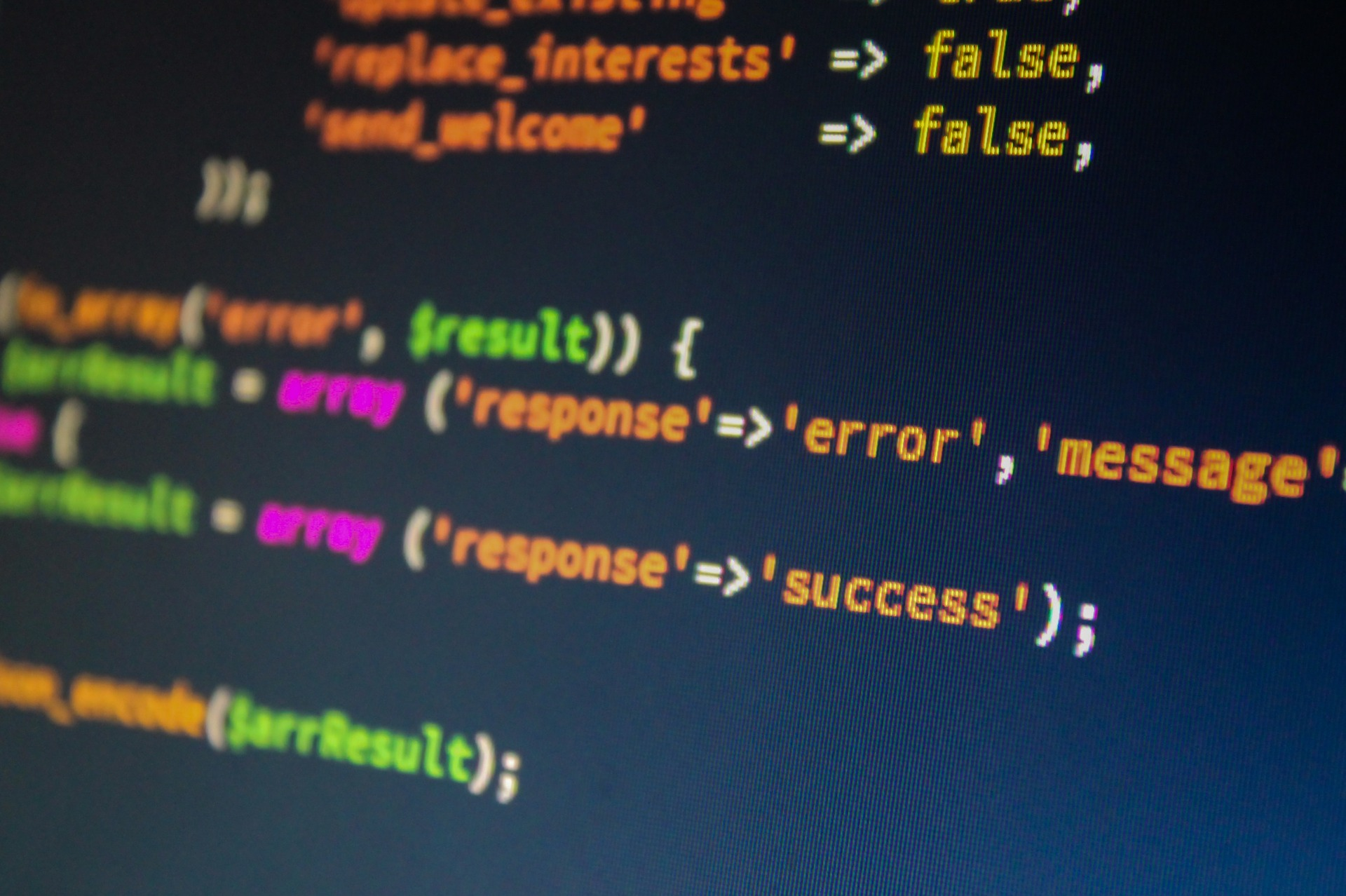 écran d'ordinateur affichant des lignes de codes