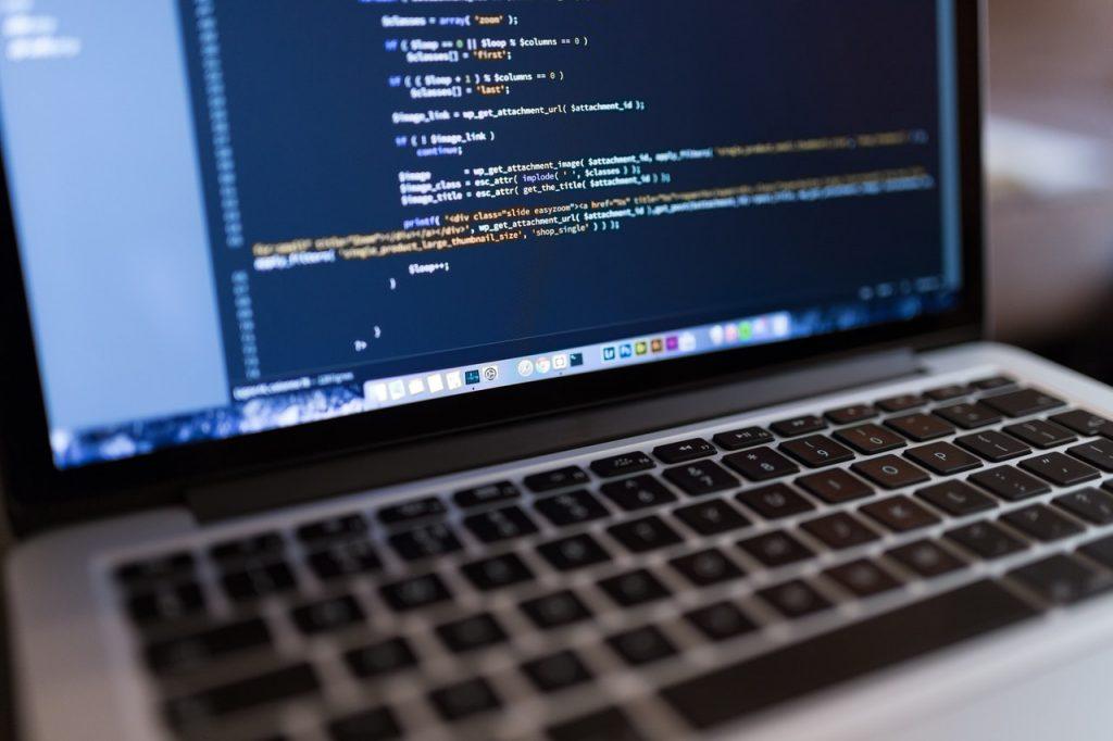 lignes de code sur un ordinateur portable